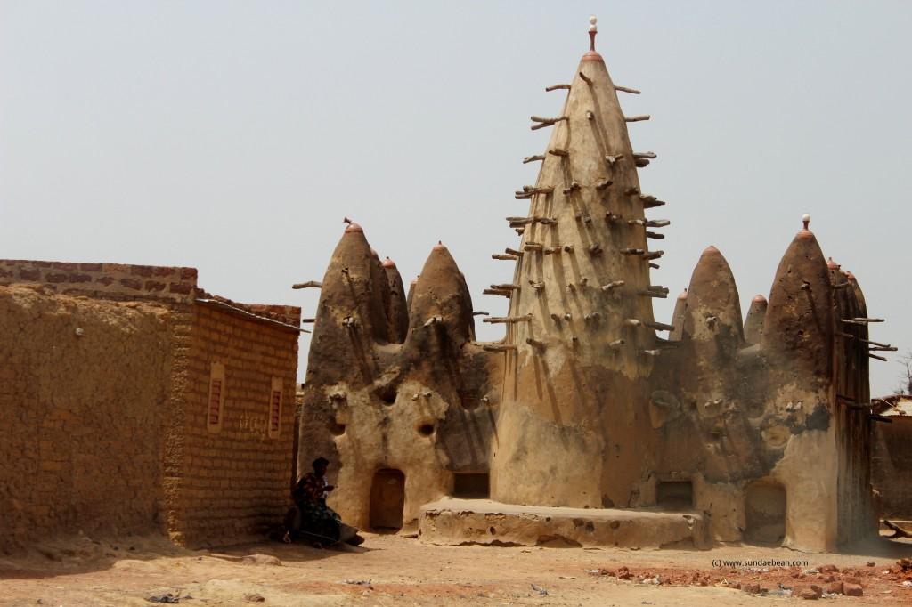 Mosque along the road from Ouagadougou to Dédougou, Burkina Faso.